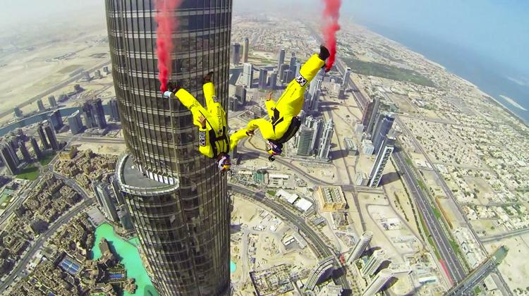 Base-Jumpers-Over-Dubai