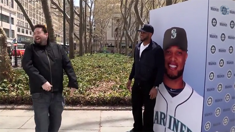 Picture of Yankee's fan turning away from Robinson Cano in awkwardness