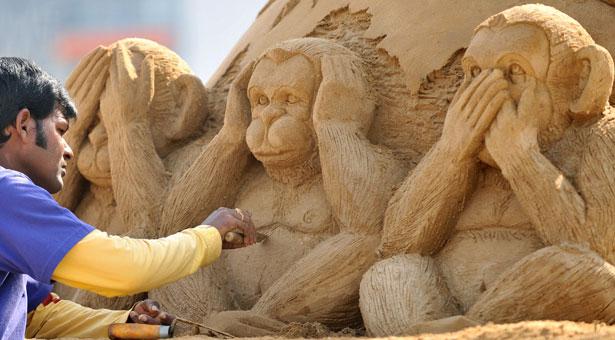 indian sculptor of sand