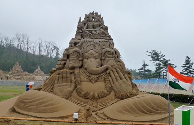 sand sculpture ganesh