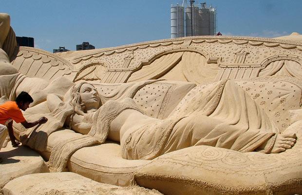 sand sculpture by sudarsan pattnaik of sleeping beauty