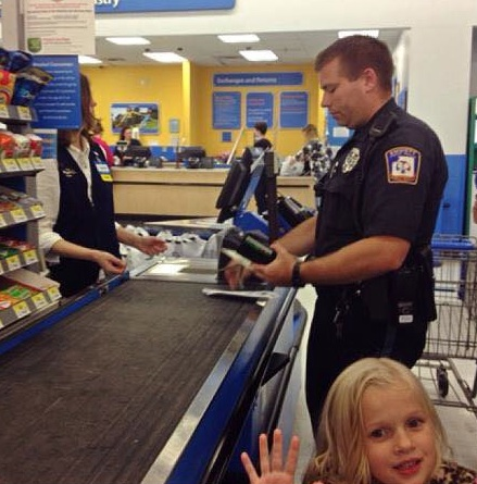 Michigan officer buys carseat for family