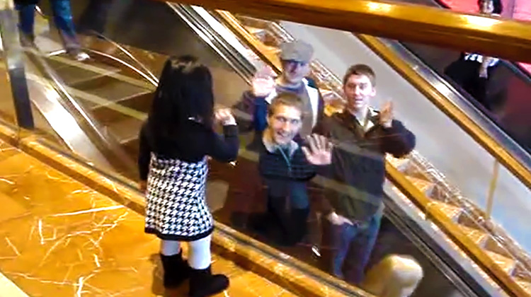 chloe waving-inspiremore