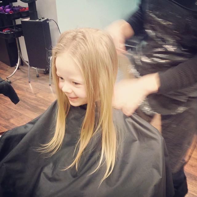 ariana preps for haircut