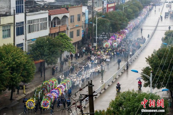 china-guangxi-duan-yao-county-high-school-principal-mo-zhengao-funeral-03-600x398