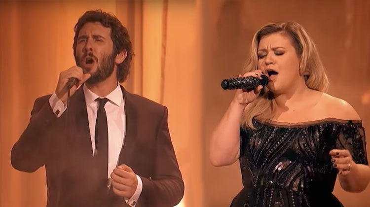 Josh Groban Invites Kelly Clarkson To Join Him On Stage, Stun Audience With 'Phantom' Cover.