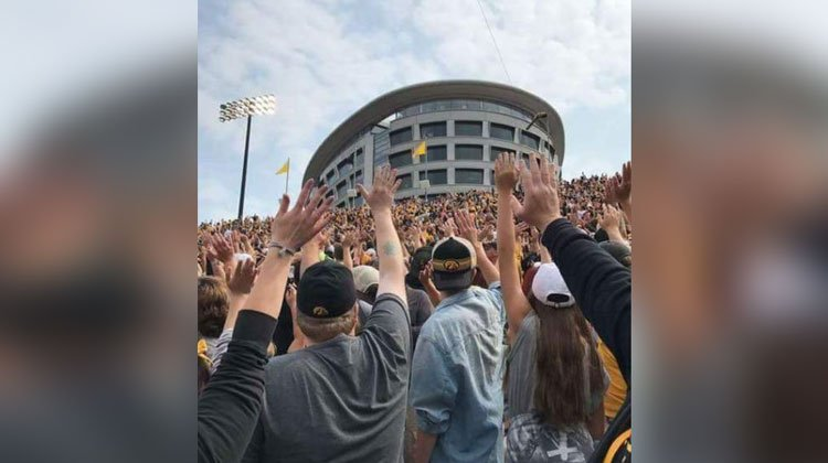 hawkeyes first quarter wave to hospital
