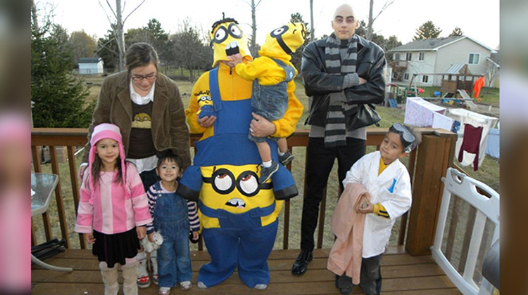 sc 1 st  InspireMore.com & 20 Families That Took Their Halloween Costumes To Another Level