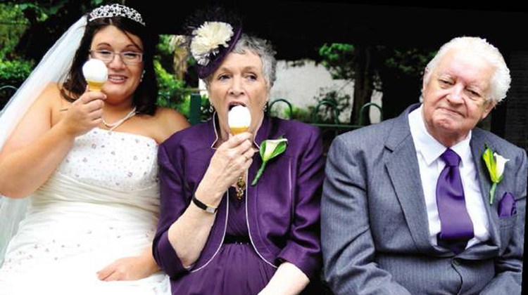 bride and mom with ice cream and dad