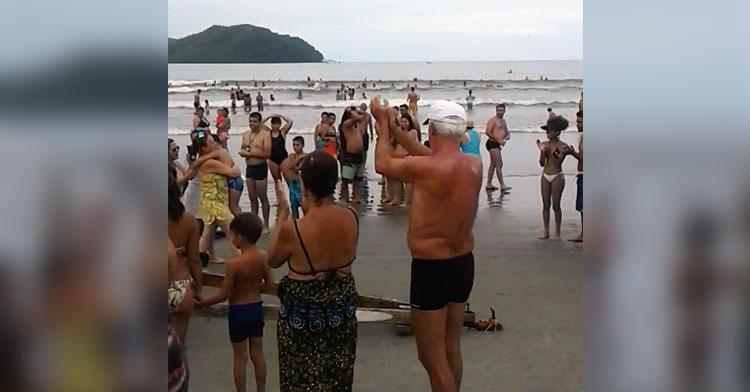 brazil beach clapping