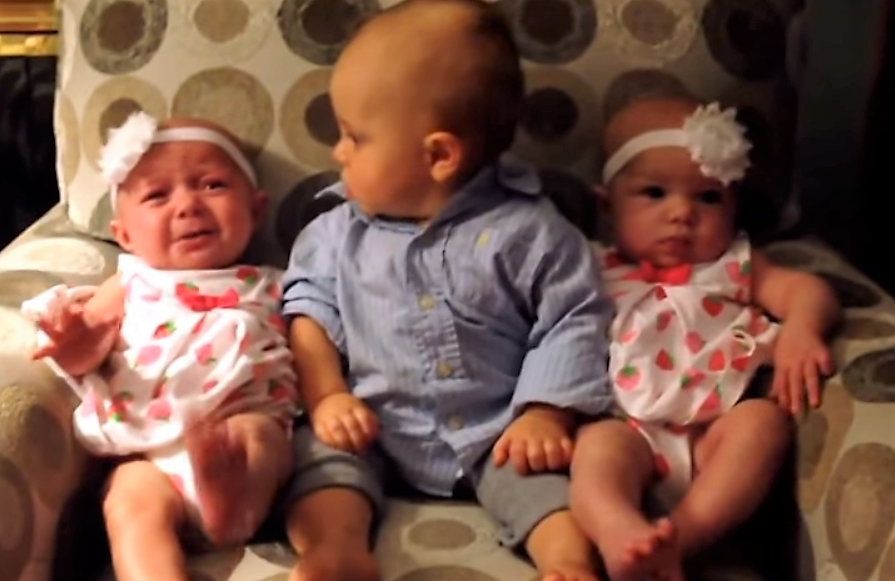 how to tell identical twin babies apart