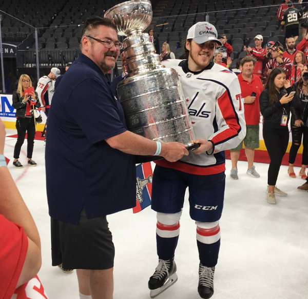 Washington Capitals Player Thanks Dad With Alzheimer s - InspireMore f30625ecfbbe