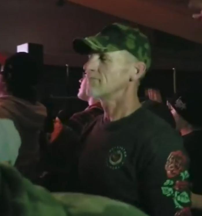dad sign language concert