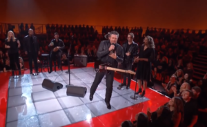 blake shelton with backup singers