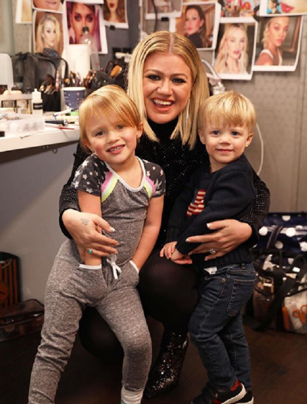kelly clarkson children
