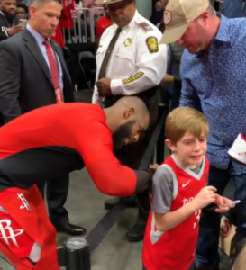 chris paul signs jersey