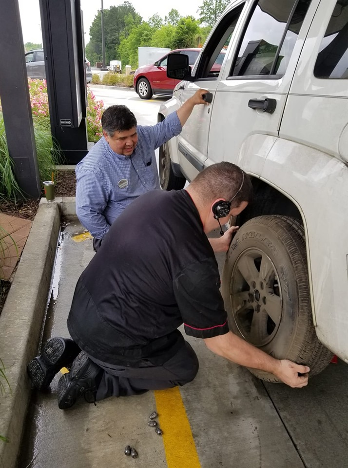 Man Gets Flat Tire In Chick-Fil-A Drive-Thru & Employee Rushes To Help.