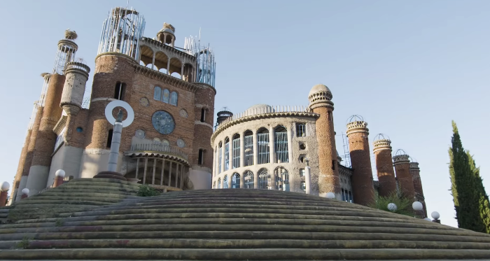 93 Yr Old Has Spent More Than 50 Years Building This Cathedral By Hand.