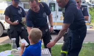 firefighters buy lemonade