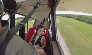 Léa flies with dad