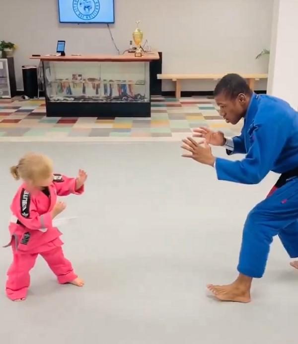 Leilani Scott doing judo