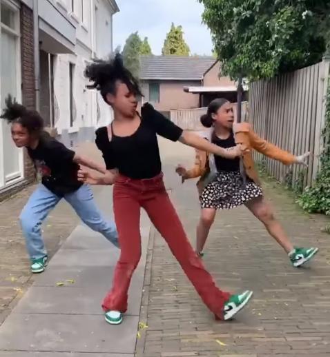 mukanga sisters dance