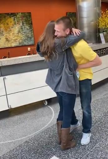 nikki hugs richard
