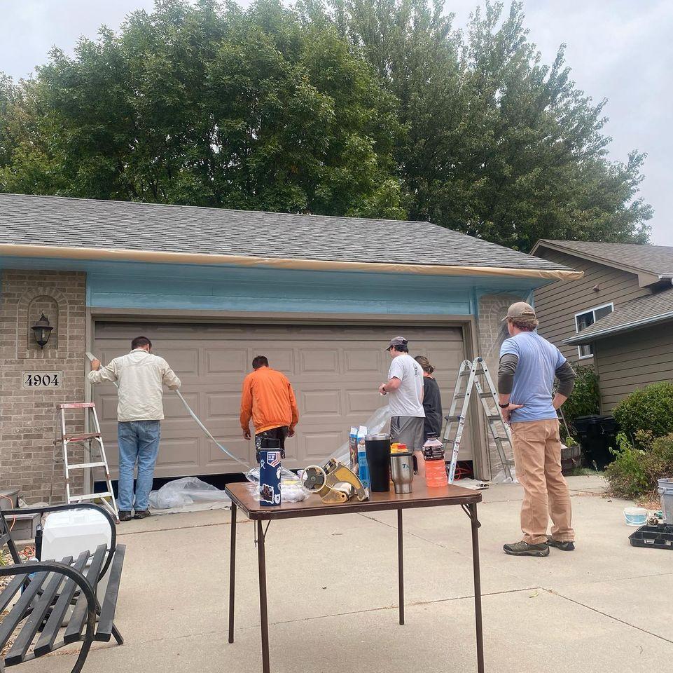teachers paint house