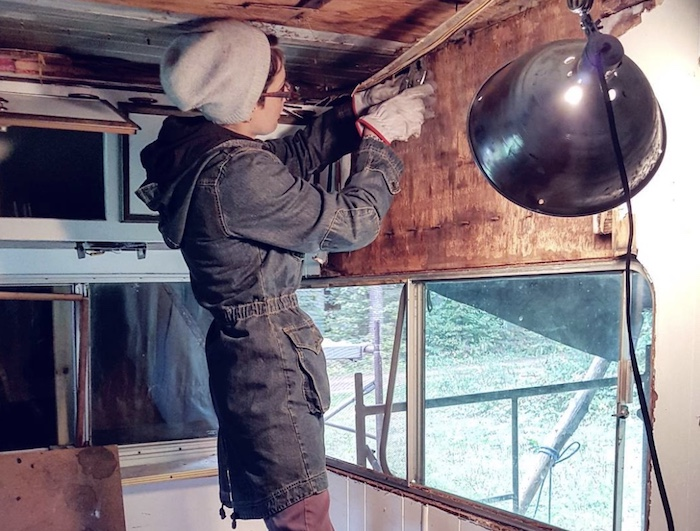 jessy repairing mander