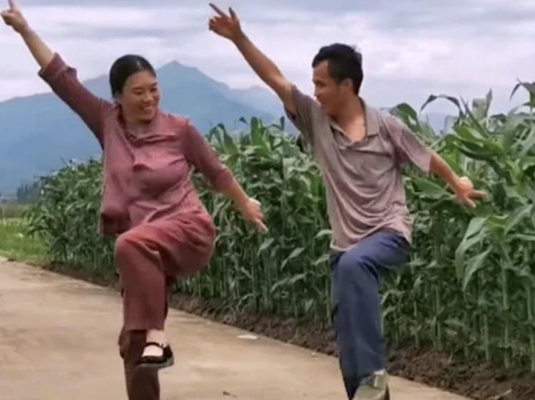 couple dancing rural shuffle