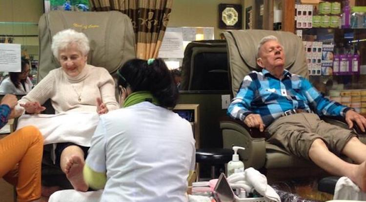 couple getting pedicures