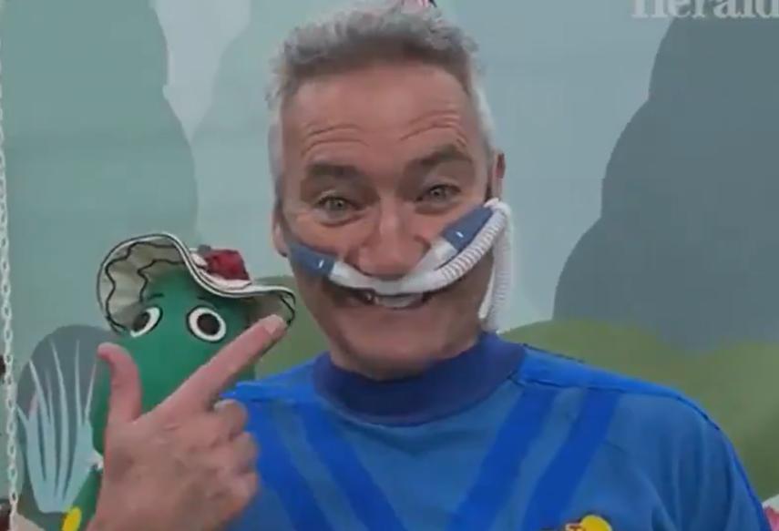 blue wiggle wearing nasal prong