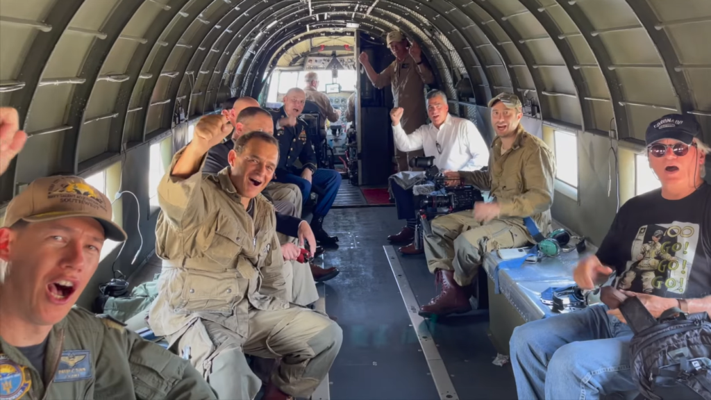 soliders in unvirom cheering in plane