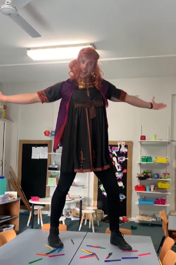 teacher dressed as anna from frozen