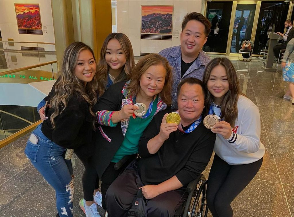 suni lee with her parents and siblings holding olympic medals