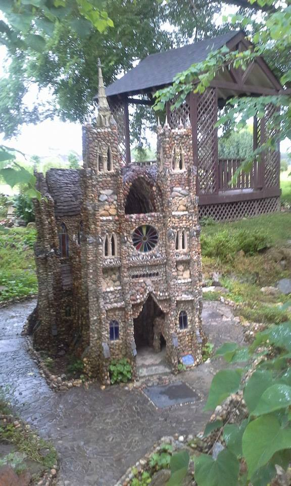 pebble replica of Notre-Dame