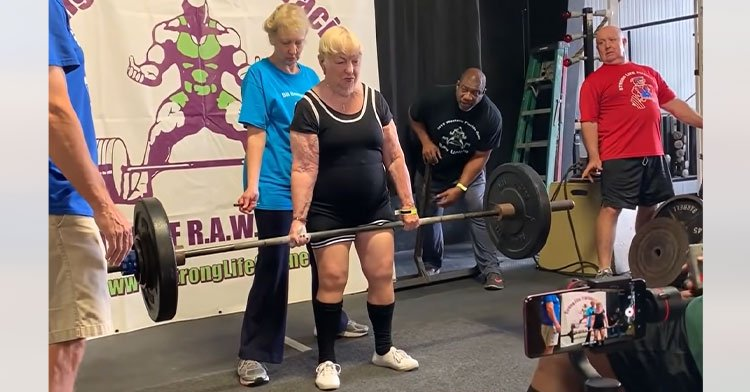 100-year-old powerlifting in gym