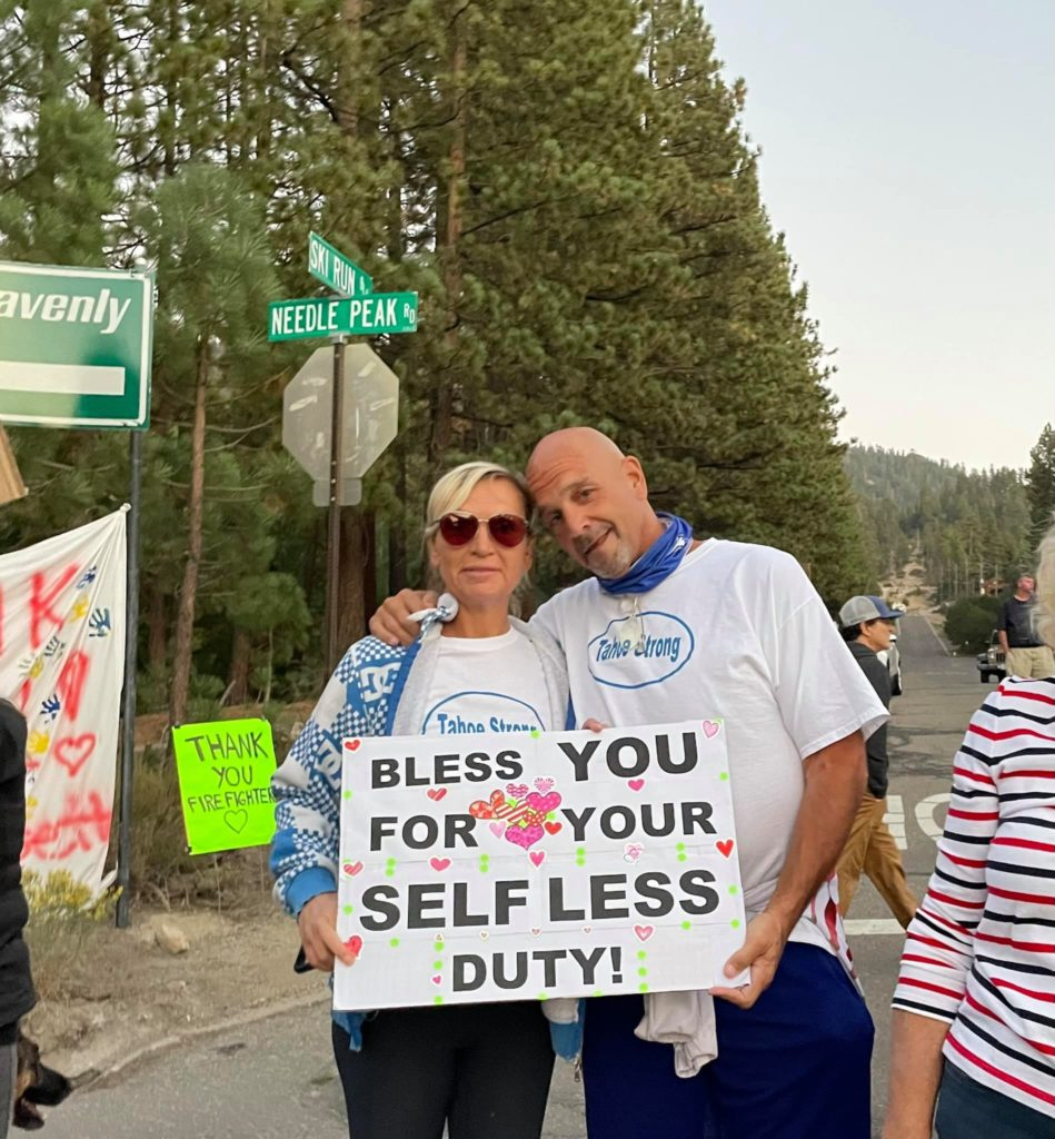 Tahoe residents hold up signs to thank firefighters.