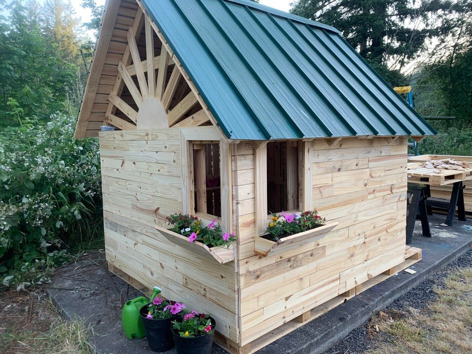 playhouse made out of plywood